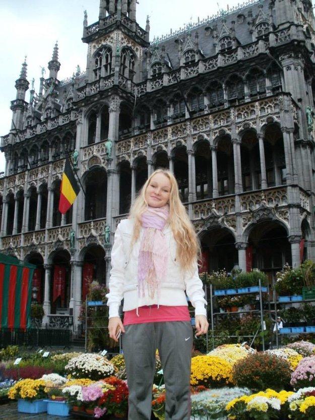 Udalosti v Bruseli ju síce vydesili, no o návrate domov zatiaľ neuvažuje.