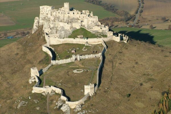 Spišský hrad a pamiatky jeho okolia sú zapísané vo svetovom dedičstve UNESCO.