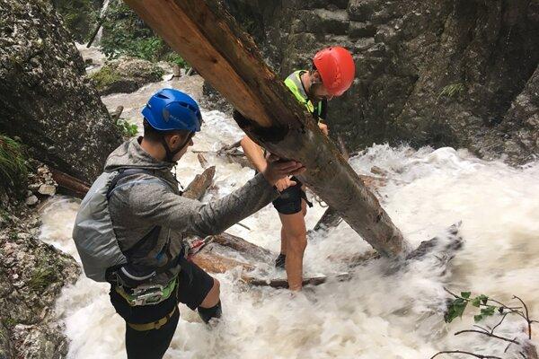 Zásah záchranárov na ferrate v tiesňave Kyseľ v Slovenskom raji.