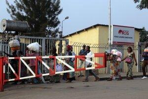 Štátna hranica medzi Rwandou a Demokratickou republikou Kongo v Poids Lourd.