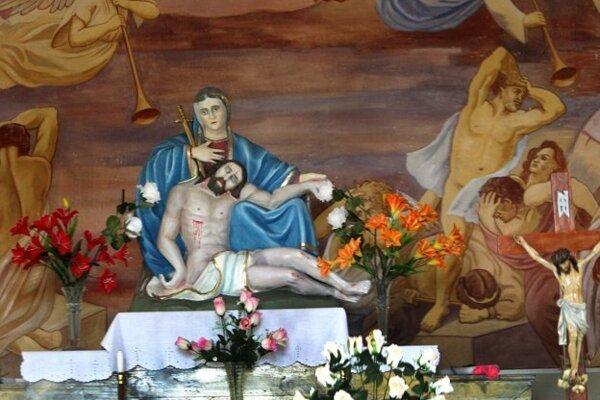 Drevená plastika Márie s Ježišom z Kalvárie v Tajove je dielom jednorukého rezbára Eduarda Gregora, brata spisovateľa J.G. Tajovského