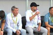 Milan Nemec a Rastislav Urgela ešte počas zápasu 1. kola Fortuna ligy 2019/2020 FK Pohronie - ŠK Slovan Bratislava.
