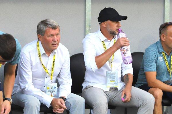 Milan Nemec (vľavo) na pozíciu trénera rezignoval.