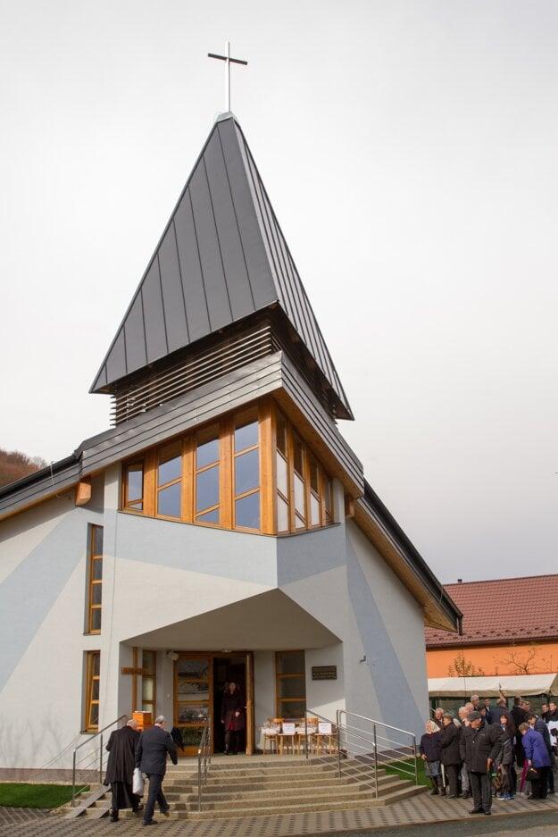 Posviacka kostola Sedembolestnej Panny Márie v Brežanoch.