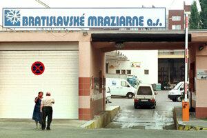 Bratislavské Mraziarne na Trenčianskej ulici v Bratislave, kde v noci 4. augusta 1999 zastrelili kontroverzného podnikateľa Petra Steinhübela.
