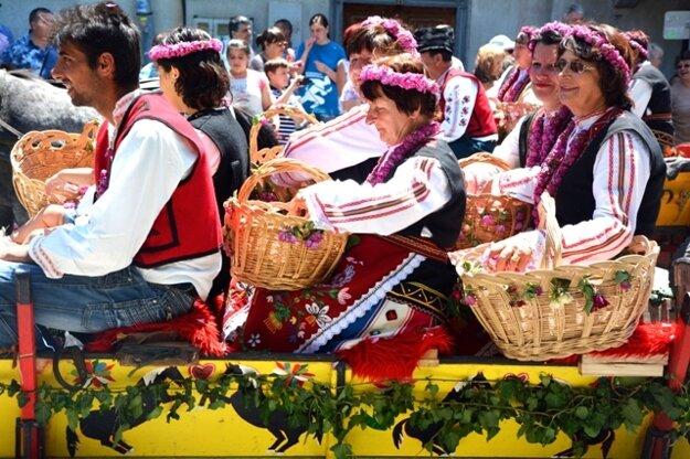 V Kazanlaku žijú festivalom mladí i starí.