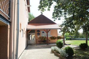 Obecný úrad v Cesticiach neďaleko Košíc.