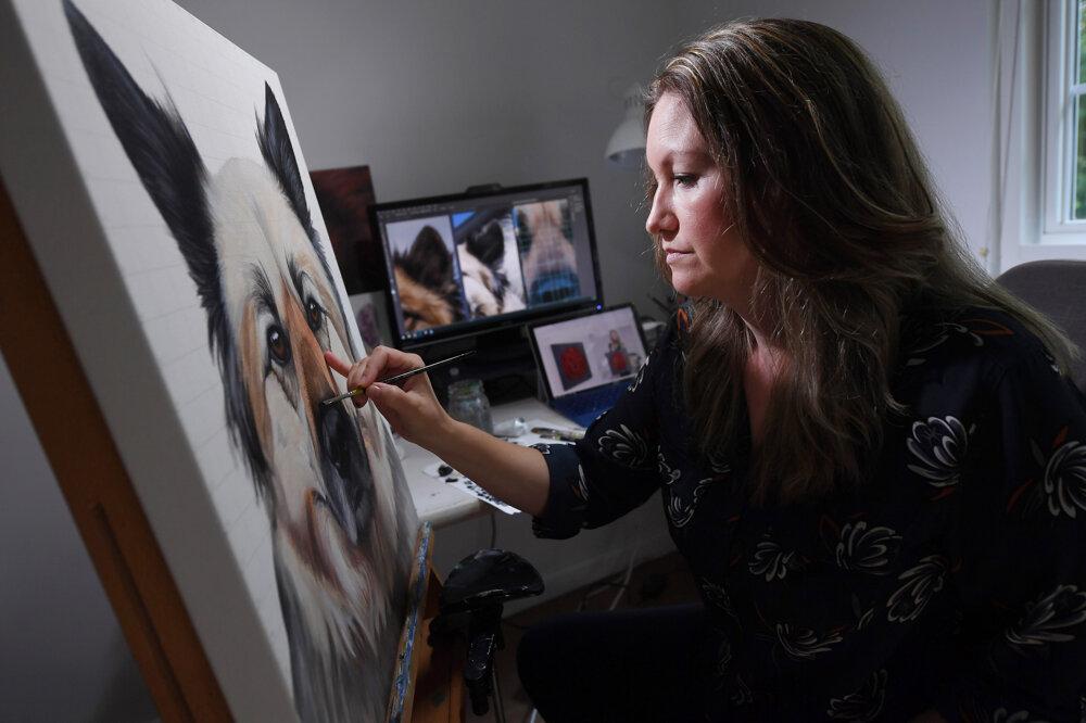 Erica Eriksdotter pri práci vo svojom štúdiu.
