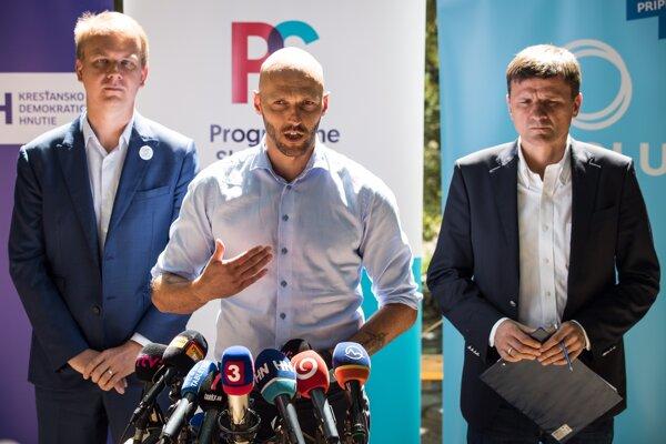 Šéf PS Michal Truban (v strede), šéf Spolu Miroslav Beblavý (vľavo) a predseda KDH Alojz Hlina.
