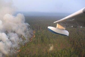 Lesný požiar v regióne Krasnojarsk na východe ruskej Sibíri.
