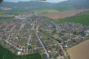 Letecký pohľad na Trenčiansku Turnú.