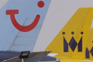 Smerovky odstavených dopravných lietadiel spoločnosti Monarch Airlines a TUI  na letisku v Lutone.