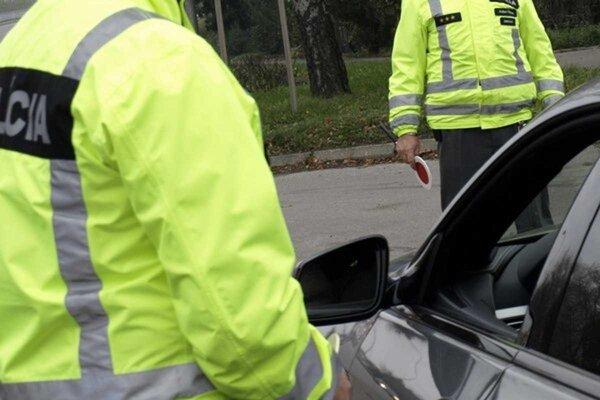 Pri kontrolách zadržali ďalších podgurážených vodičov.