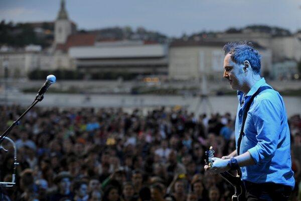5. máj 2012 - Peter Ďuďo Dudák na Bratislavskom majálese 2012 na Tyršovom nábreží v Bratislave.