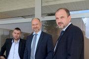 Vyše 107 tisíc eur priniesol do rodinného rozpočtu Peter Pandy (v strede).