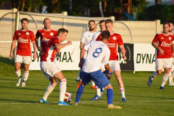 Futbalisti Alekšiniec takmer 50 minút prehrávali, ale napokon cez Solčany prešli do ďalšieho kola.