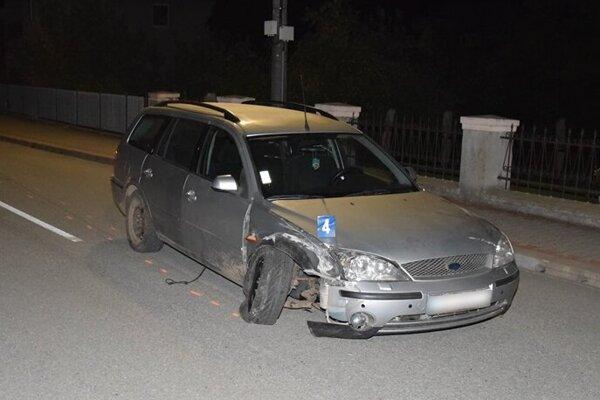 Riadil ford, hoci nemal vodičák. A bol opitý.