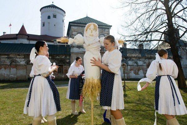 Príprava Moreny na Budatínskom hrade