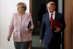 Nemecký minister financií Olof Scholz s kancelárkou Angelou Merkelovou.