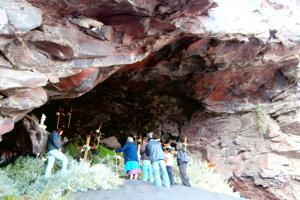 Rituál Zatvorenia vody v posvätnej jaskyni v kuželi Popocatepetlu.