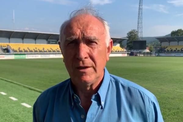 Nový tréner FK Pohronie Ján Rosinský na žiarskom štadióne.