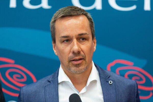 Erik Tomáš (Smer).