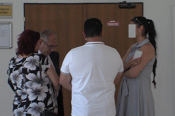 Súd rozhodol: Jarmila, Dušan a Zuzana sú vinní, musia zaplatiť po 200 eur.