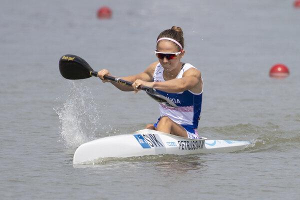 Marianna Petrušová vo finálovej jazde K1 na 1000 m na MS v rýchlostnej kanoistike v Szegede 24. augusta 2019.