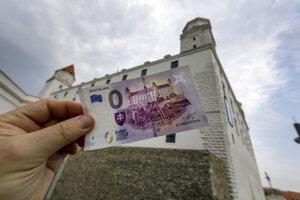 Eurobankovka s nulovou nominálnou hodnotou a s motívom Bratislavského hradu.