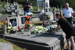 Na cintoríne.