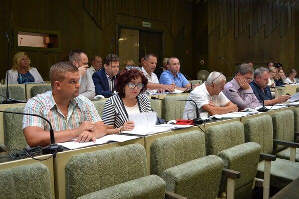 Humenskí poslanci žiadosť o dotáciu na nabíjaciu stanicu pre elektromobily schválili.