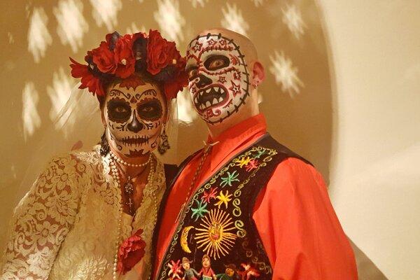 Pomaľované tváre počas Dia de Los Muertos