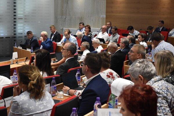 Poslanci sa na zastupiteľstve zaoberali aj sťahovaním škôl v Kežmarku.
