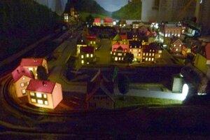 Návštevníci si môžu pozrieť aj železnicu.