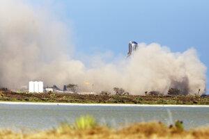 """""""Vyskočenie"""" lode Starhopper do výšky 150 metrov je veľkým pokrokom vo vývoji Veľkej rakety Falcon."""