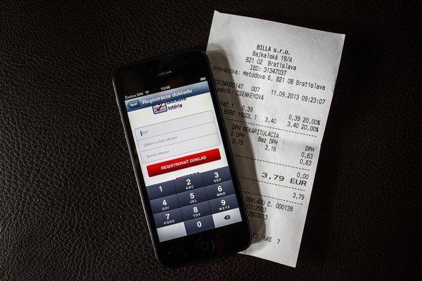 Tipos ponúka mobilnú aplikáciu pre zariadenia so systémom Android, ale aj iOS (Apple). Okrem toho sa dá do bločkovej lotérie grátis registrovať cez web, ktorého dizajn sa prispôsobí aj displeju mobilného zariadenia.