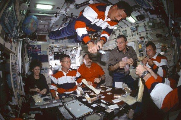 NASA zisťuje, či nie je výhodnejšie jedlo si v kozme vytlačiť.
