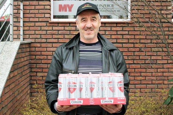 Kartón piva Corgoň (od spoločnosti Heineken) si z redakcie odniesol Anton Bapčány z Dolných Obdokoviec.