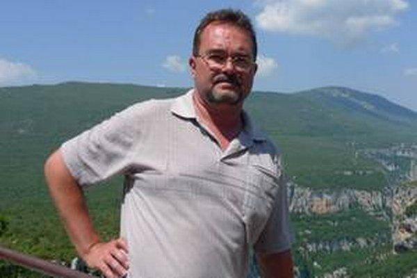 RNDr. Roman Aubrecht, Dr. pôsobí na Katedre geológie a paleontológie Prírodovedeckej fakulty UK a na Geofyzikálnom ústave SAV. Skúma migráciu Karpatských blokov k Afrike, geológiu a paleogeografiu alpsko-karpatského územia, venezuelské stolové hory a ich
