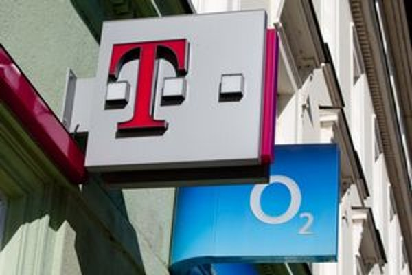 Aký má byť poplatok za licencie? Najväčší konkurenti zhodne ukazujú na Telefónicu O2, tá pred piatimi rokmi zaplatila päť miliónov eur za 20-ročné licencie.