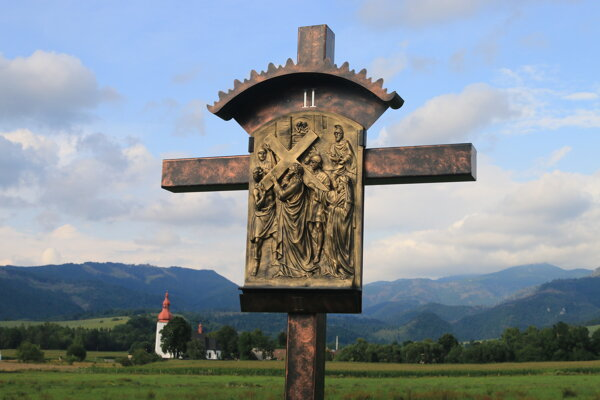 Krížová cesta nad Liptovskými Matiašovcami.