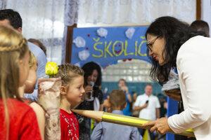 Lubyová počas otvorenia školského roka na ZŠ Beňovského v bratislavskej mestskej časti Dúbravka.