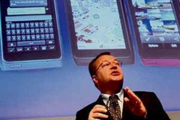 Stephen Elop sa snaží vyviesť Nokiu z krízy.