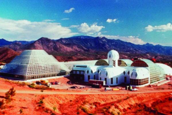 Do tejto unikátnej stavby varizonskej púšti vedci umiestnili živé laboratórium vytvorené ztroch tisíc rastlinných aživočíšnych druhov