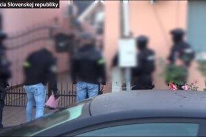 Polícia vykonala v Michalovciach domové prehliadky aj prehliadky iných priestorov.