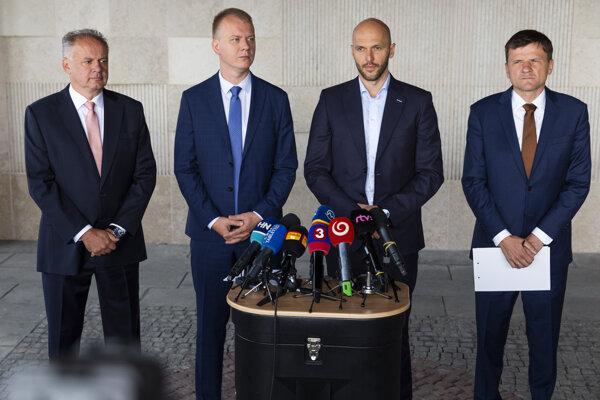 Na snímke zľava lídri strán Andrej Kiska (ZA ĽUĎÍ), Miroslav Beblavý (SPOLU-OD), Michal Truban (Progresívne Slovensko) a Alojz Hlina (KDH).