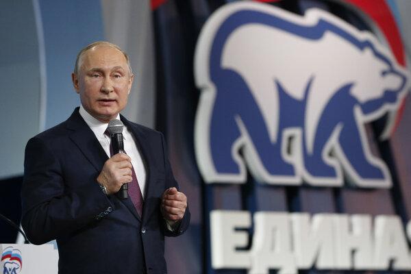 Vladimir Putin na zjazde jeho vládnucej strany Jednotné Rusko v decembri 2017.
