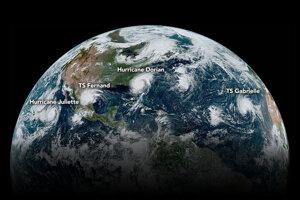 Zoradené hurikány aj s označením. V čase snímania bol hurikán Dorian ešte nad Atlantickým oceánom. Hurikán Juliette bol vo východnom Pacifiku. Tropická búrka Fernand zasahovala severovýchod Mexika. Tropická búrka Gabrielle bola nad východným Atlantikom.