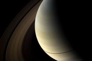 Kolízia s viacerými mesiacmi stvorila dnešné prstence Saturna.