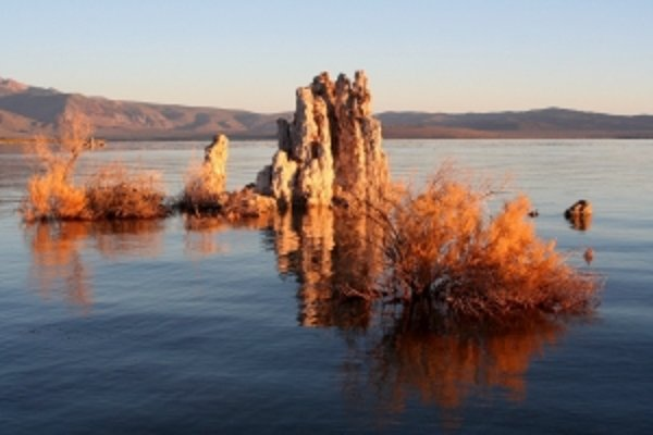 Jazero Mono by malo byť mŕtve. Nie je. Môže byť kľúčom k hľadaniu mimozemšťanov?